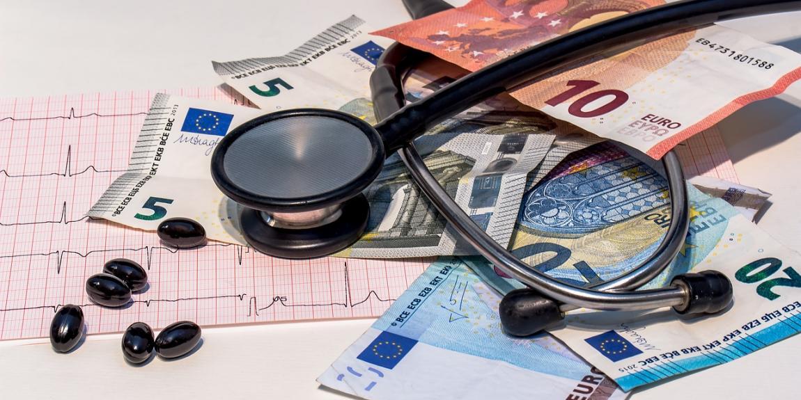 Stetoskooppi ja rahaa